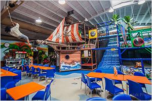 Največje pokrito otroško igrišče, z veliko gusarsko ladjo